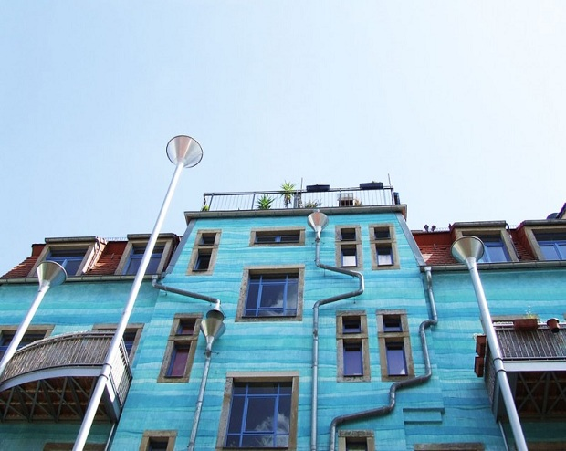 Musical-Rain-Gutter-Funnel-Wall-in-Dresden-Germany-2